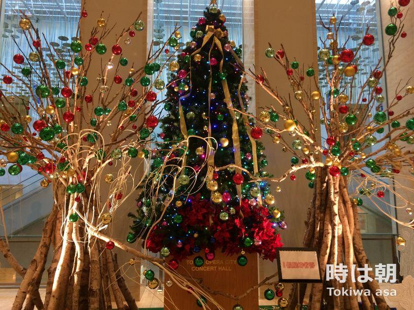 東京オペラシティ 假屋崎省吾氏プロデュースのクリスマスツリー